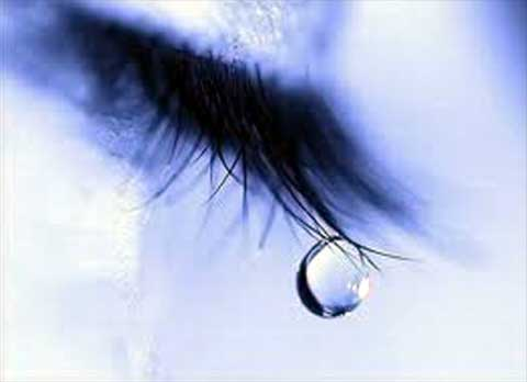 lacrima scende da ciglia