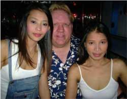 fisher con due ragazze tailandesi