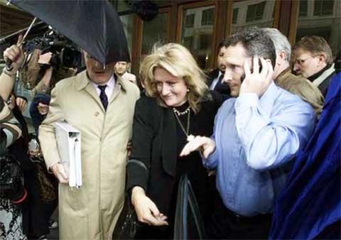 Jan Eastgate soddisfatta all'uscita del Tribunale