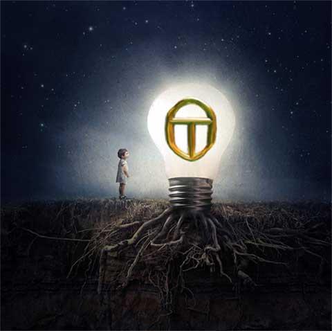 bambina davanti a grande lampadina OT